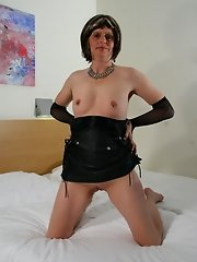 Check out this horny mature slut play with herself