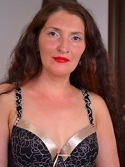 stunning mature babe with beautiful hair