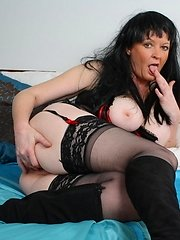 Big mature mistress playing with her slave