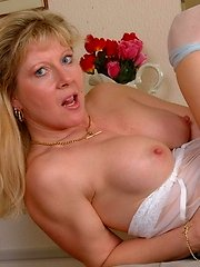 This blonde pantymom loves getting naughty