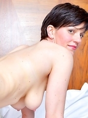Hot housewife from the UK feeling a bit frisky