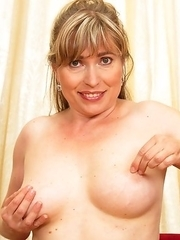 This hot housewife is ready to play with herself