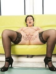 Horny mature slut grinding on the couch and getting wet