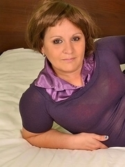 milf showing her lovely curves