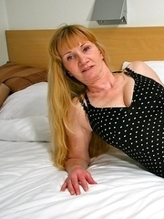 This blonde housewife loves to get wet