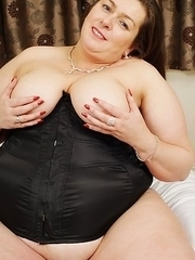 bbw showing her curves