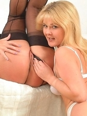 2 mature milfs playing with eachother